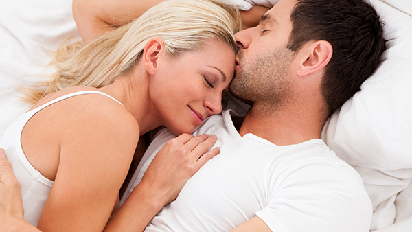 Kết quả tương ứng cho số điểm của bạn: – Điểm từ 40 đến 45: Chúc mừng bạn! Vợ chồng bạn đang có đời sống tình dục rất lý tưởng. Hãy giữ gìn và phát huy để luôn có được sự hạnh phúc, hòa hợp trong cuộc sống lứa đôi. – Điểm từ 30 đến 40: Cuộc sống tình dục của vợ chồng bạn có thể tạm gọi là hài lòng. Tuy nhiên, đôi khi bạn vẫn cảm thấy hơi nhàm chán và có lúc bạn cũng bị mất hứng trong chuyện tình dục. Nếu như bạn vừa có con, đây là chuyện bình thường và giai đoạn này sẽ mau chóng đi qua nếu vợ chồng bạn khéo léo cải thiện đời sống tình dục. Còn nếu như bạn cảm thấy có một vấn đề gì đó đang tồn tại giữa hai người, hãy cùng nhau nói chuyện thẳng thắn để tìm cho ra nguyên nhân sâu xa. Các bạn sẽ giải quyết được mọi vấn đề, nếu đồng lòng cố gắng. – Điểm dưới 30: Có vẻ nhưng cuộc sống tình dục không đáp ứng được những gì mà bạn thực sự mong muốn. Hãy xem lại vấn đề ở đây là gì: Bạn có con nhỏ, chịu áp lực lớn từ công việc hoặc gia đình, vấn đề về tài chính hoặc sức khỏe đang làm bạn suy nghĩ, vợ chồng bạn đã xa nhau quá lâu… Bạn có thể gặp một hoặc cùng lúc nhiều vấn đề, và các vấn đề có thể chỉ thoáng qua, có thể tồn tại đã lâu. Tuy nhiên, việc của bạn nhất thiết phải tìm ra và đối mặt với nó. Nếu tự mình giải quyết được, bạn hãy thử cố gắng, nếu không bạn nên tìm đến người thân, bạn bè và chuyên gia tư vấn để có sự hỗ trợ kịp thời. Lời khuyên cho bạn là đừng bao giờ đánh giá thấp những tín hiệu không tốt trong đời sống tình dục, và khi đã tìm ra vấn đề thì giải quyết nó càng sớm càng tốt.