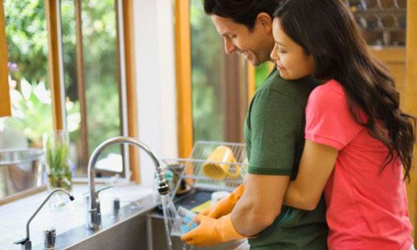hãy yêu một người đàn ông biết rửa bát!