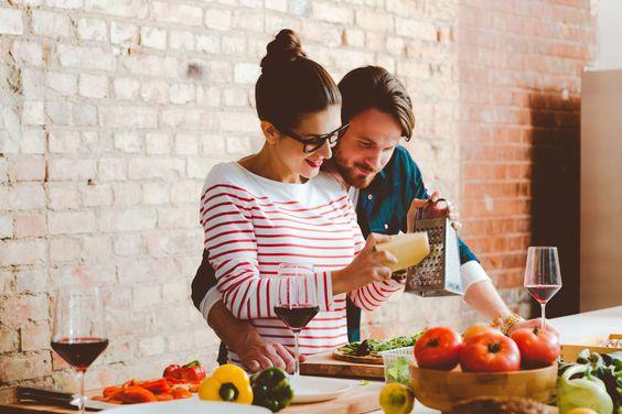 Cách để chồng yêu bạn qua bữa cơm nhà nấu