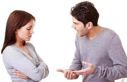 Phụ nữ quản chồng bằng tiền, khôn hay dại?